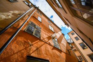 Byggnad i stockholm skuggor på fasaden